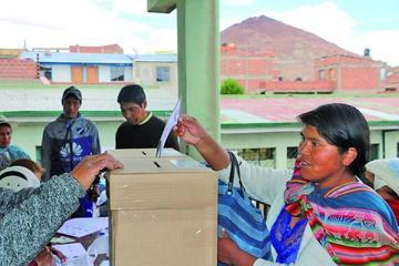 Jornada de elecciones judiciales en Bolivia transcurren sin incidentes