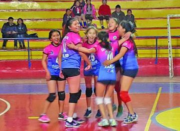 El Club Santa Rosa se corona campeón del torneo de mini voley