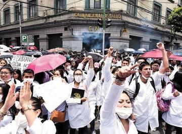 Gobierno y médicos reanudan el diálogo hoy martes en Santa Cruz