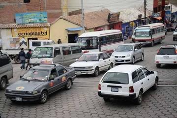 Pasaje de taxi en la noche es de solo cinco Bolivianos