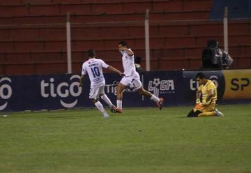 Real cede terreno en la lucha a la Sudamericana