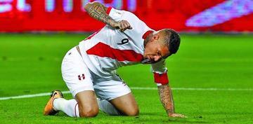 FIFA suspende a Guerrero por un año