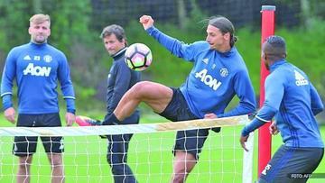 Manchester United y Manchester City se preparan para jugar el derbi de Inglaterra