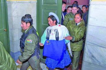 Exministra Ramos sale de prisión para cumplir detención domiciliaria