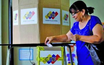Instalan mesas de votación en Venezuela para elección municipal