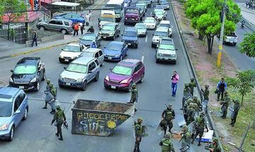 Bloquean vías en Honduras por presunto fraude en elecciones