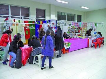 Anoche se inauguró la novena feria de Arte Decorativo y Manualidades