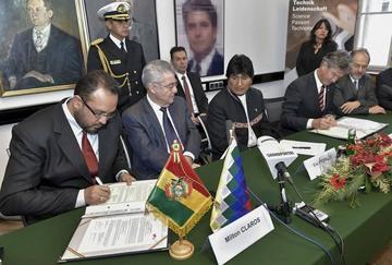Bolivia firma convenio con universidad de Austria