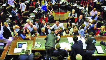 Por disturbios, suspenden sesión sobre reforma de pensiones en Argentina