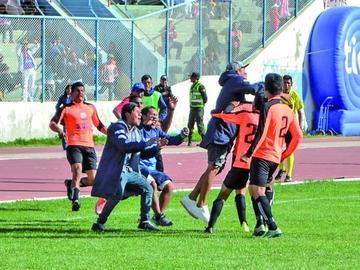 Deportivo Kala y Royal Pari alargan su ascenso