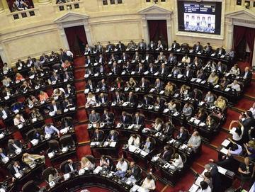 Aprueban reforma de pensiones pese a las protestas en Argentina
