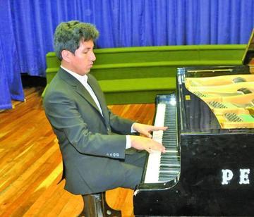 Chumacero ofrece un recital de piano