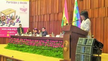 El TSE entrega 52 credenciales a los nuevos magistrados electos