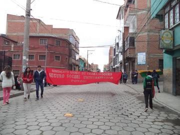 El sindicato  del seguro  universitario  bloquea calles