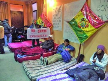 Salud entra en huelga de hambre en rechazo a normas del Gobierno
