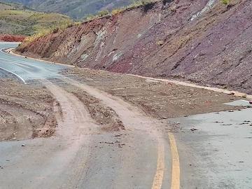 Las precipitaciones pluviales causan derrumbes en vías