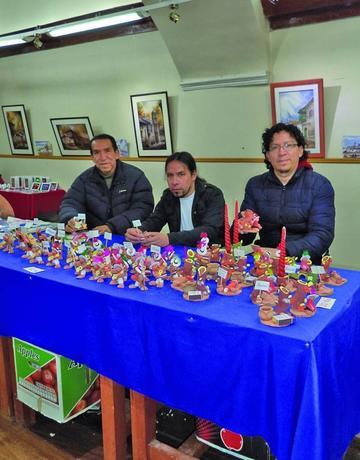 El taller Corso rescata las artesanías para la Navidad
