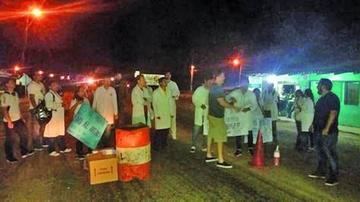 Galenos bloquean en Pailas y advierten que no se detendrán por nada