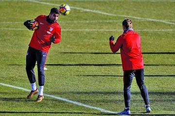 Simeone ya ensaya su ataque con Antoine Griezmann y Diego Costa