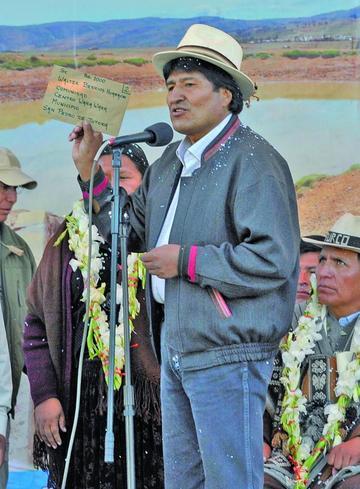 Evo recibe 82 proyectos de Oruro y compromete recursos para ejecución