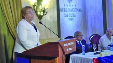 Michelle Bachelet pide potenciar buenos lazos comerciales con Cuba