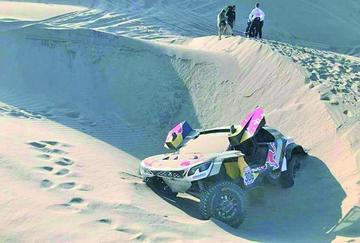 Loeb abandona el Dakar tras encallar dos veces
