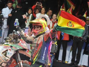 Bolivianos ovacionan a los pilotos nacionales