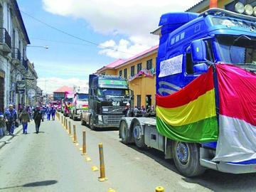 El transporte pesado suspende presiones a la espera del Conare