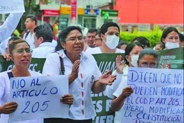 Gobierno pide a médicos restituir servicio y dice que cumple acuerdos