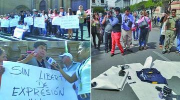 Periodistas de Santa Cruz y Sucre protestan contra la ley 1005