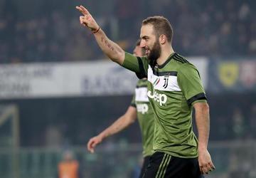 Juventus vence y dormirá como líder en Italia