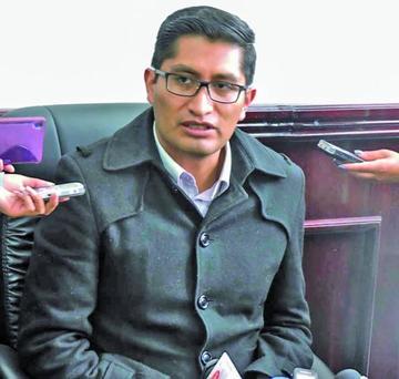 Fiscal Blanco descarta su renuncia y fustiga a Quiroga por caso Illanes