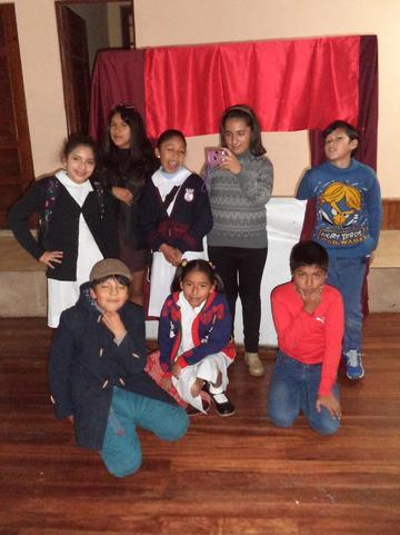 Cierra curso vacacional con teatro y danza