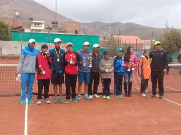 Deportistas se coronan campeones del primer Torneo Departamental de Tenis