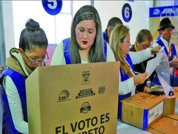 Ecuador acepta la eliminación de  reelección presidencial indefinida