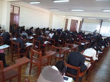 Carreras de la UATF aplican examen de ingreso informático