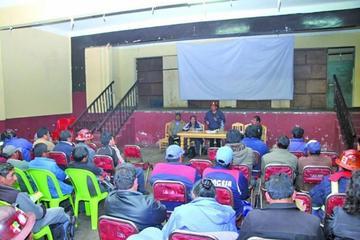 Trabajadores analizan la crisis de la Central Obrera Boliviana