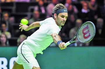 Federer está a una victoria de la cima