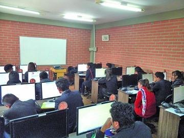 Registran 190 postulantes para Ingeniería Comercial