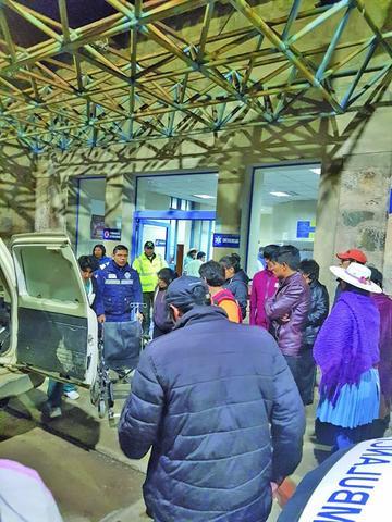 Dos muertos y 34 heridos es el resultado del vuelco de un bus