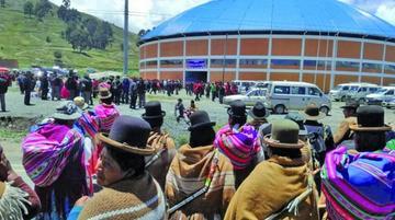 La Paz: congreso campesino en Huarina termina con más de 20 heridos