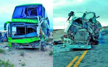 Dos personas mueren y hay turistas heridos tras colisión de autos