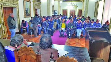 El diálogo se estanca y sigue la tensión entre grupos de mineros