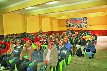 Mineros asalariados están listos a parar contra toma