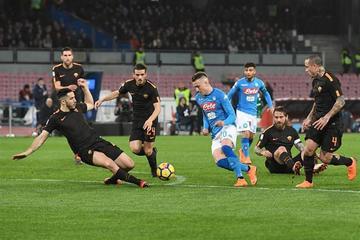 Nápoles se hunde 2-4 ante Roma y ve peligrar su liderato en la Serie A italiana
