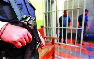 Justicia condena a prisión a varios periodistas en Turquía