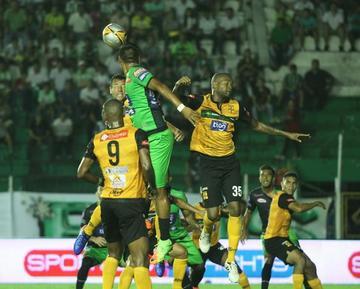 Oriente y Destroyers igualan en un partido con ocho goles