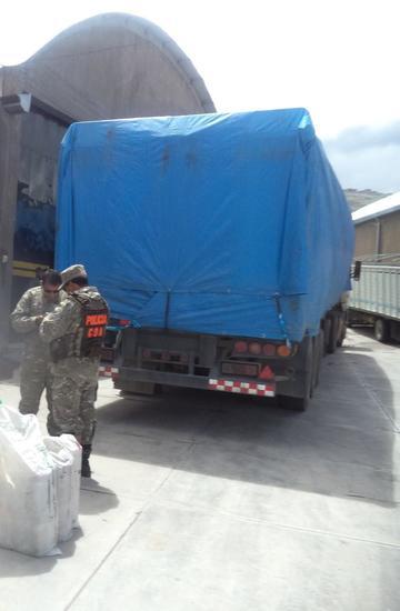 """Decomisan 2 camiones  con 100 mil dólares de una mercadería """"ilegal"""""""