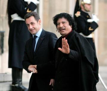Detienen a expresidente francés  por sospecha de recibir dinero