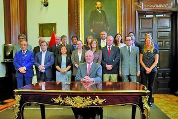 Kuczynski dimite a la Presidencia de Perú en medio de denuncias